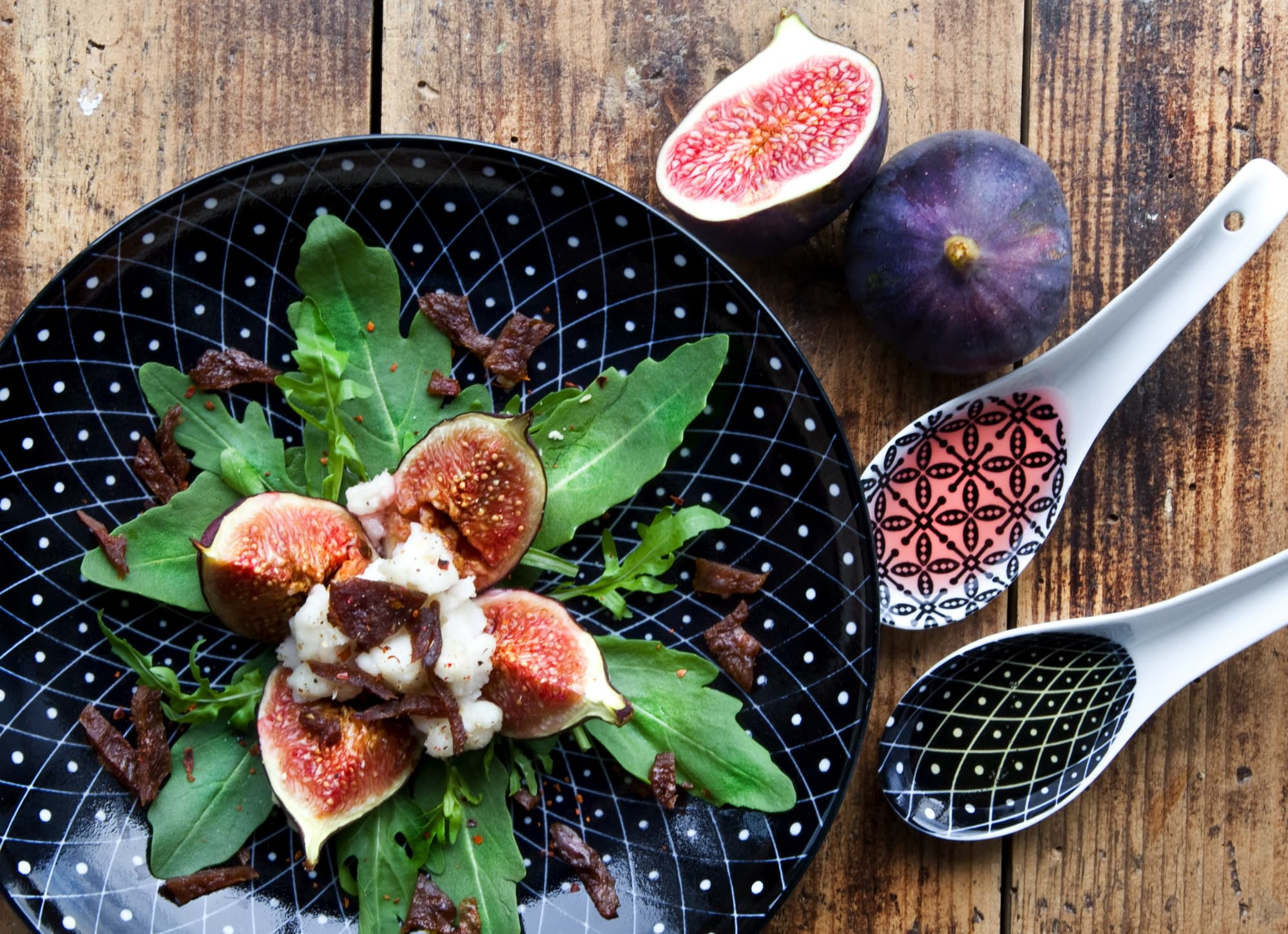 FILLED FIGS WITH SPICY JERKY-TOPPING