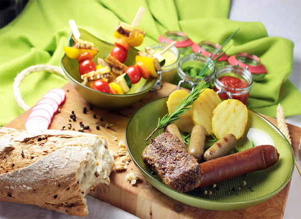 BBQ-Mix with vegetable skewers